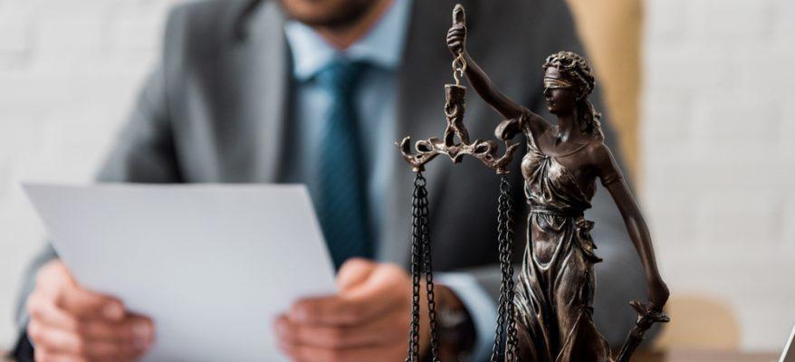 laurearsi in giurisprudenza lavorando